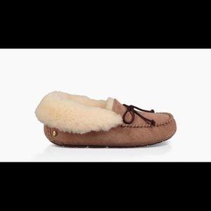 UGG Women's Alena Slipper size 9